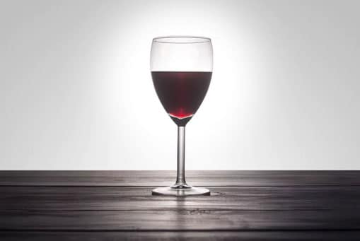 Both abstainers and those who drink over 14 glasses of wine weekly have higher risk of dementia, study suggests